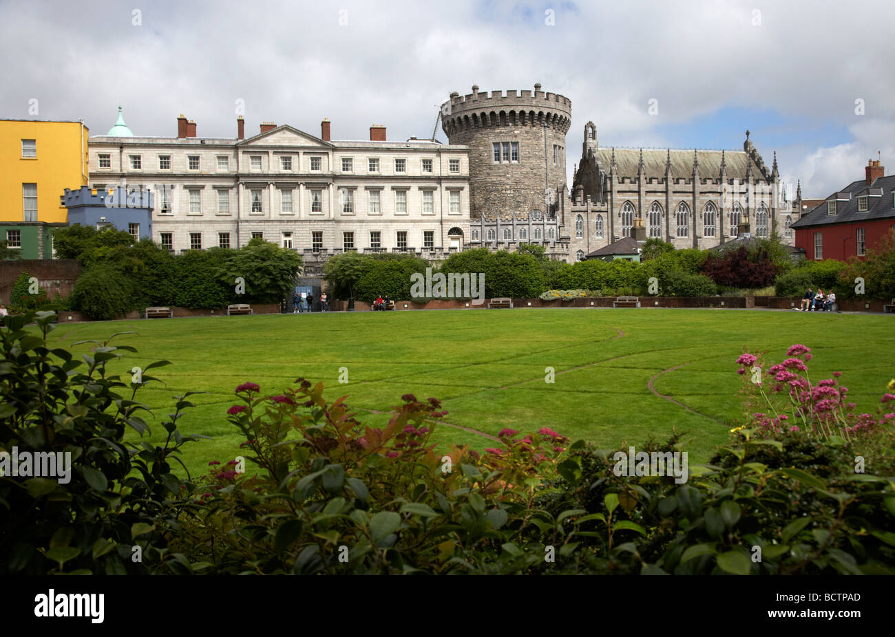the dubhlinn gardens looking towards the norman record tower state apartments and chapel royal of dublin castle - Stock Image
