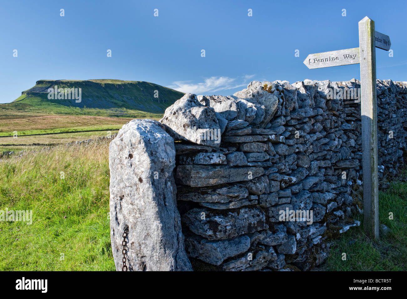 Pennine Way signpost at Silverdale, North Yorkshire. Looking North West towards Pen-y-ghent - Stock Image