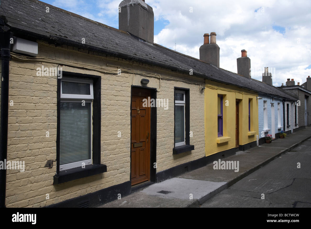 erne terrace row of old single storey cottages in the centre of rh alamy com cottages for sale near dublin ireland rental cottages dublin ireland