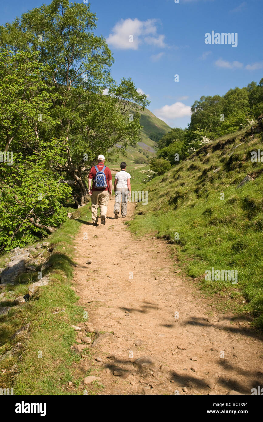 walkers on the footpath between Muker and Keld in Swaledale, Yorkshire Dales National Park.  Heading towards Swinnergill. - Stock Image