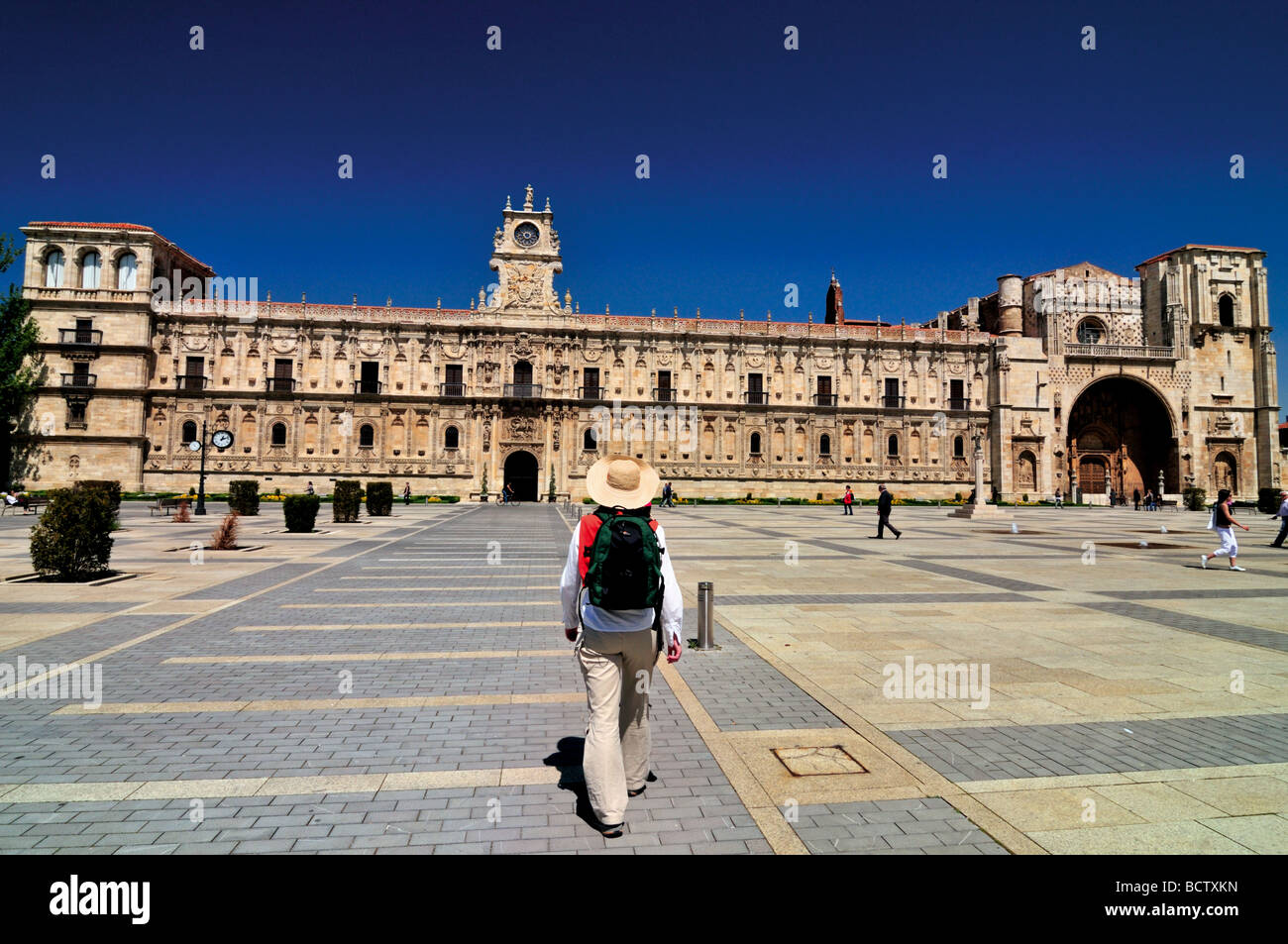 Spain, St. James Way: St. James Pilgrim at the San Marcos Square in Leon - Stock Image