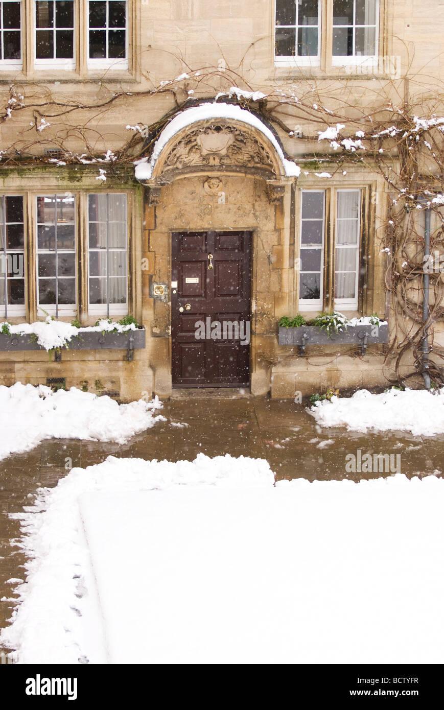 Snowy doorway in Jesus College, Oxford - Stock Image