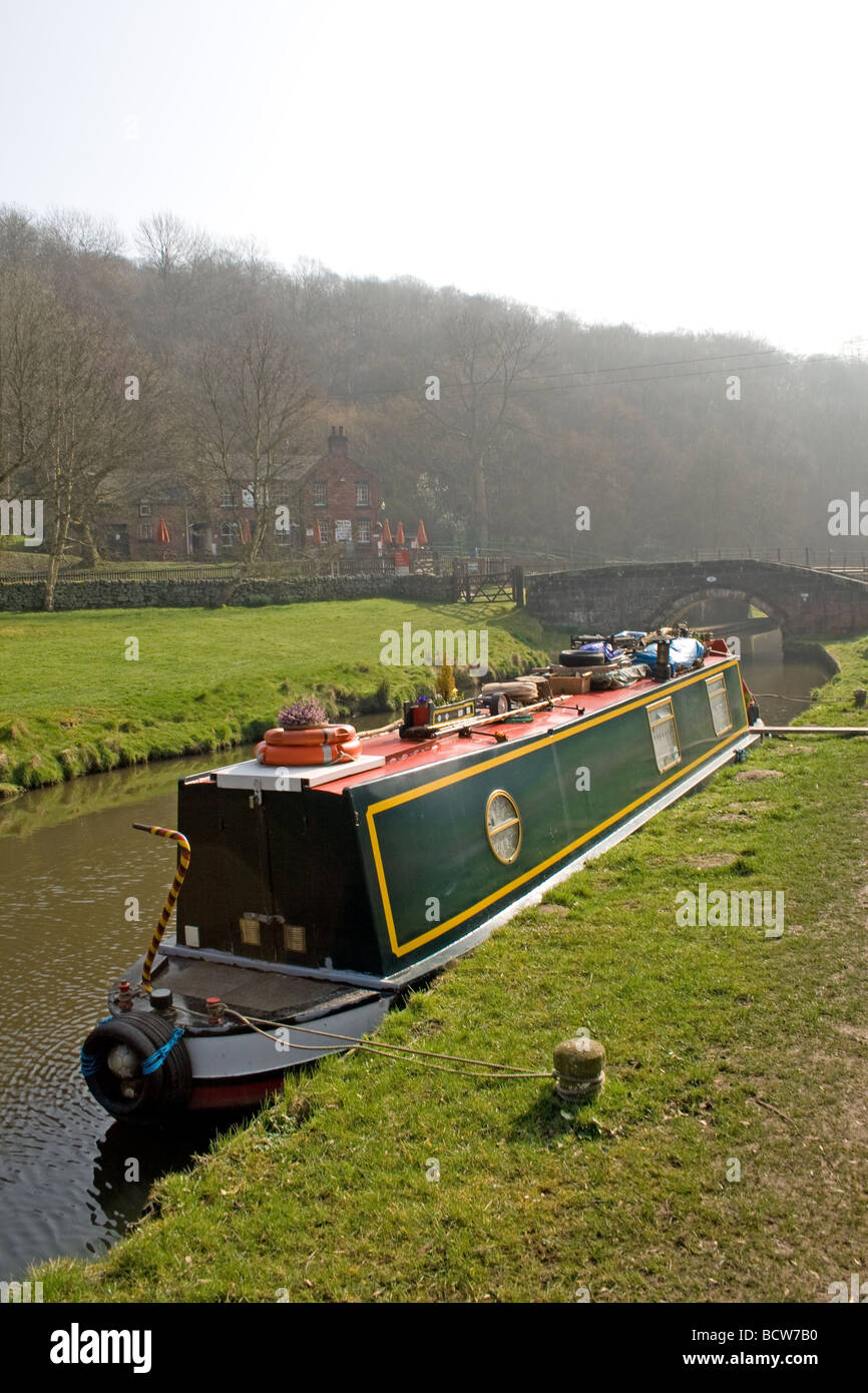 Barge on the Cauldon canal at Consall, Staffordshire - Stock Image