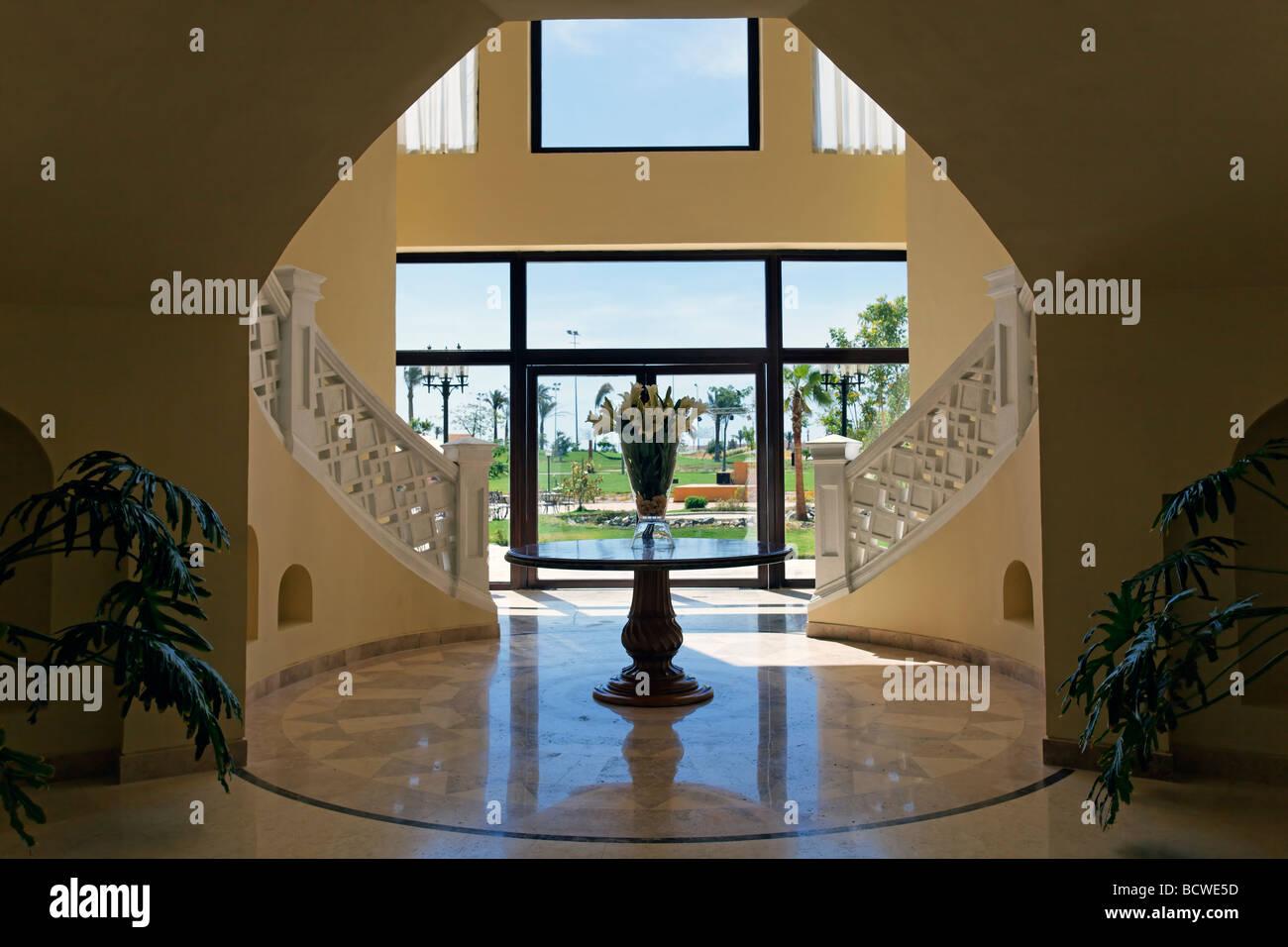 Hallway, flower vase, Steigenberger Al Dau Beach Resort, Hurhada, Egypt, Red Sea, Africa - Stock Image