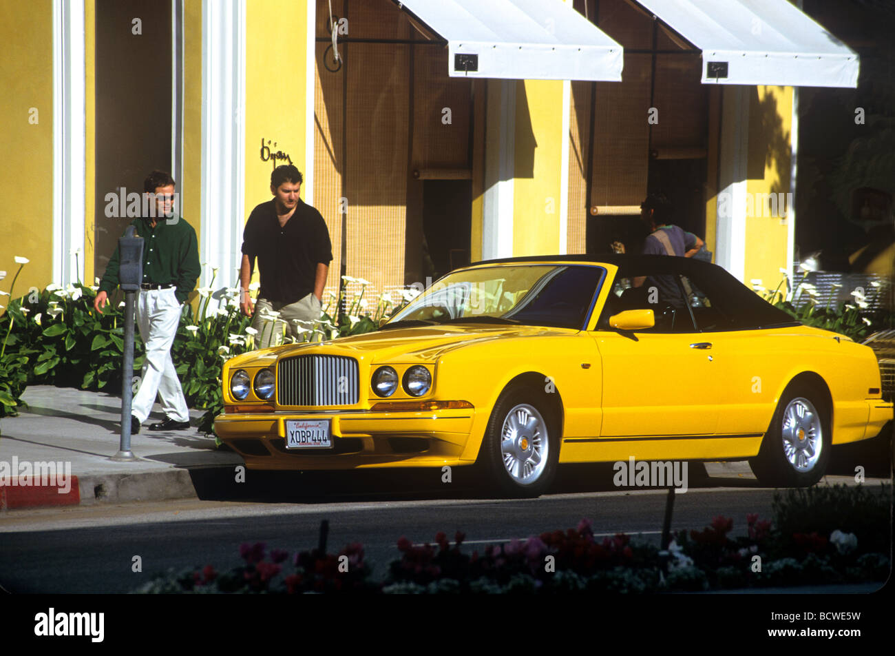 yellow rolls royce parked on rodeo drive in beverly hills ca stock photo 25146181 alamy. Black Bedroom Furniture Sets. Home Design Ideas