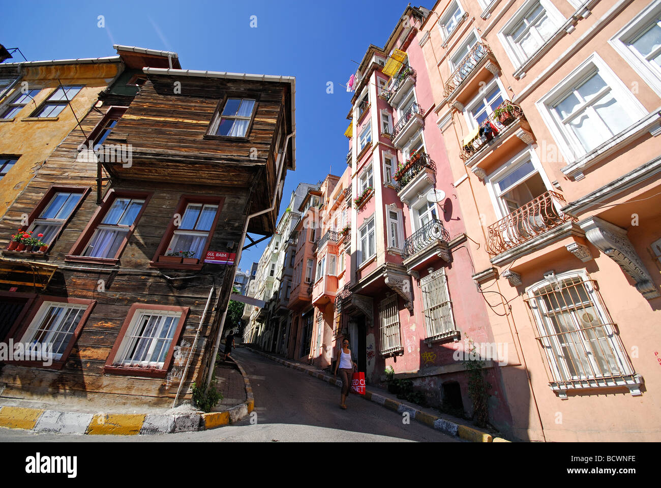ISTANBUL, TURKEY. A street in Beyoglu district. 2009. - Stock Image