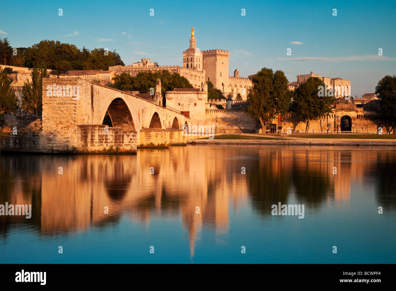 Pont St Benezet over River Rhone with Palais des Papes, Avignon Provence France - Stock Image