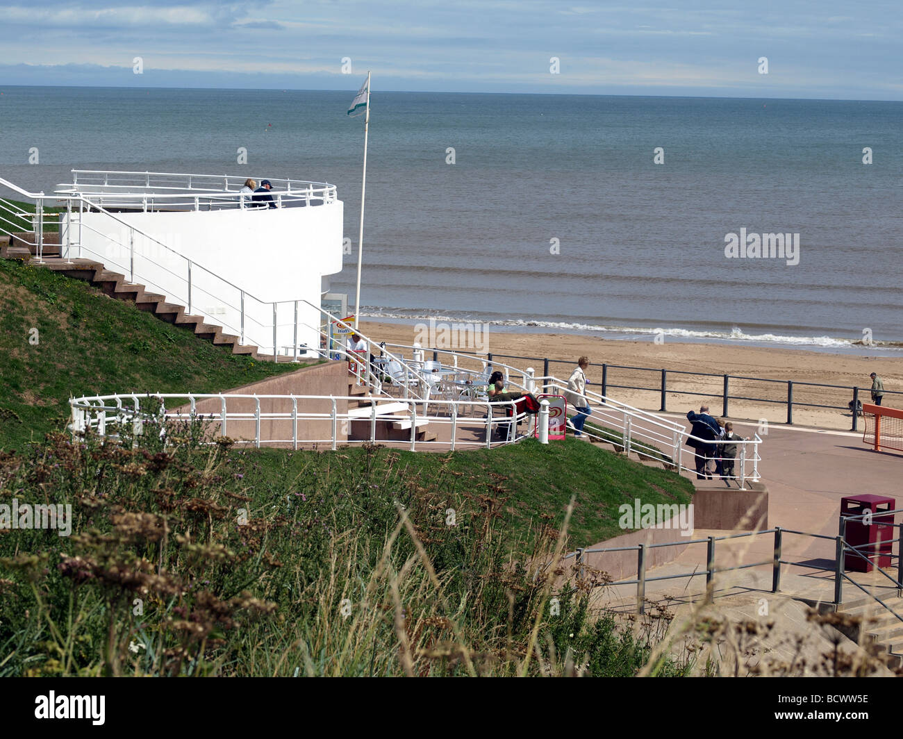 Cafe overlooking the south bay and beach at Bridlington,North Yorkshire. - Stock Image