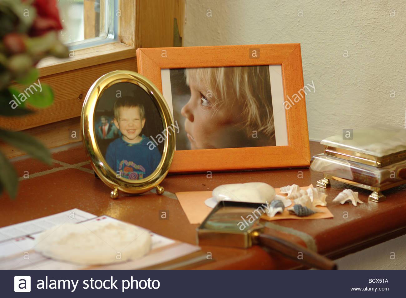 GRANDMAS MANTELPIECE MANTELPIECES GRANDMOTHERS GRANDPARENTS MEMORIES PHOTOS MEMORY PICTURES MOMENTOUS - Stock Image