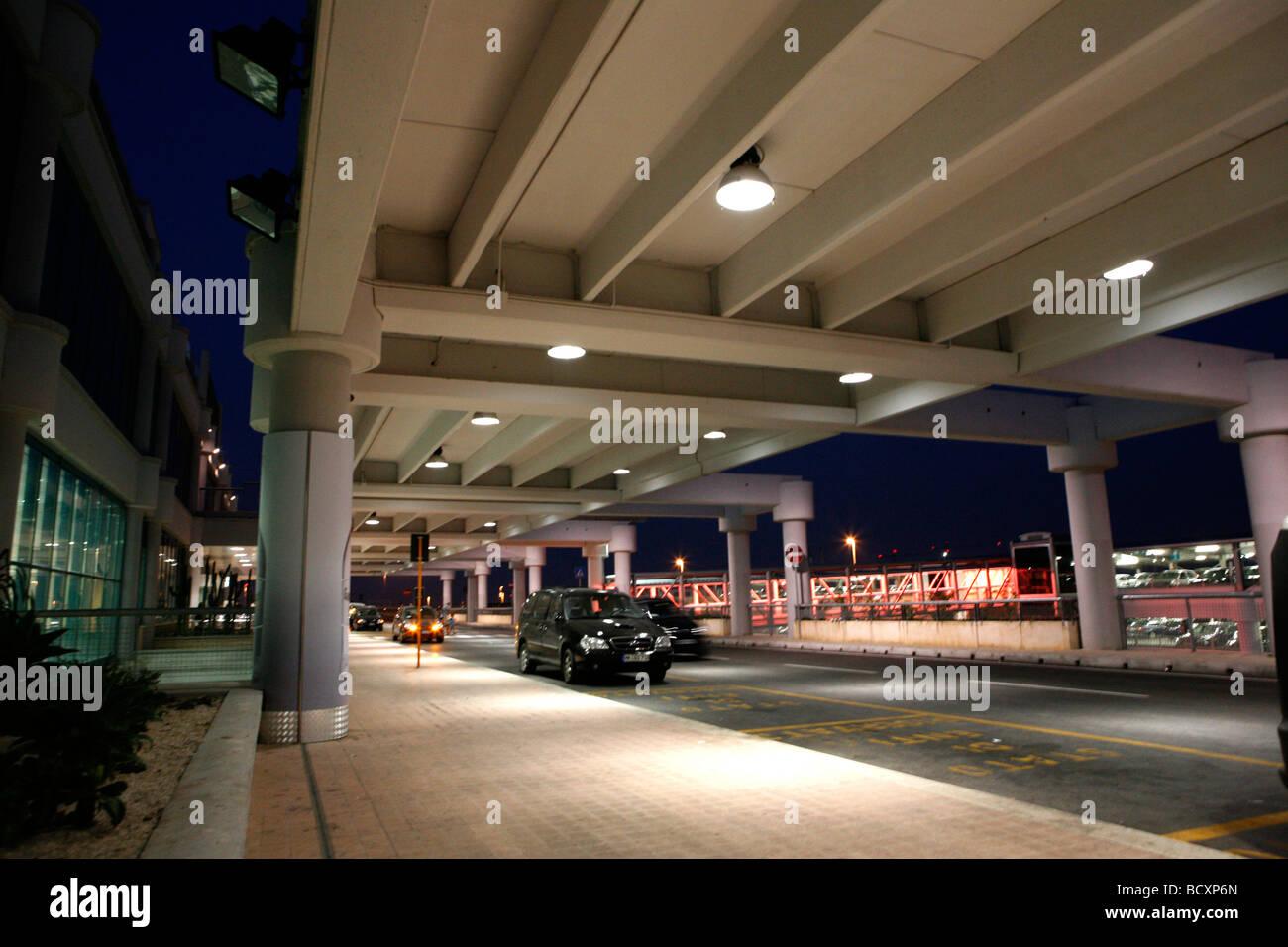 Aeroporto Bari : Aeroporto di bari palese karol wojtyla stock photos aeroporto di