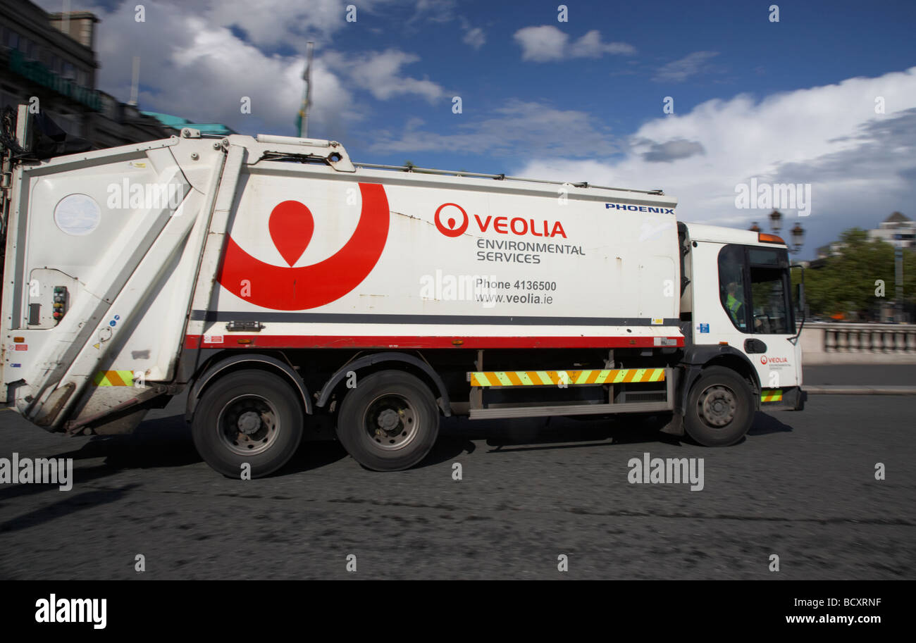 veolia environmental services rubbish lorry dump truck private company dublin republic of ireland - Stock Image