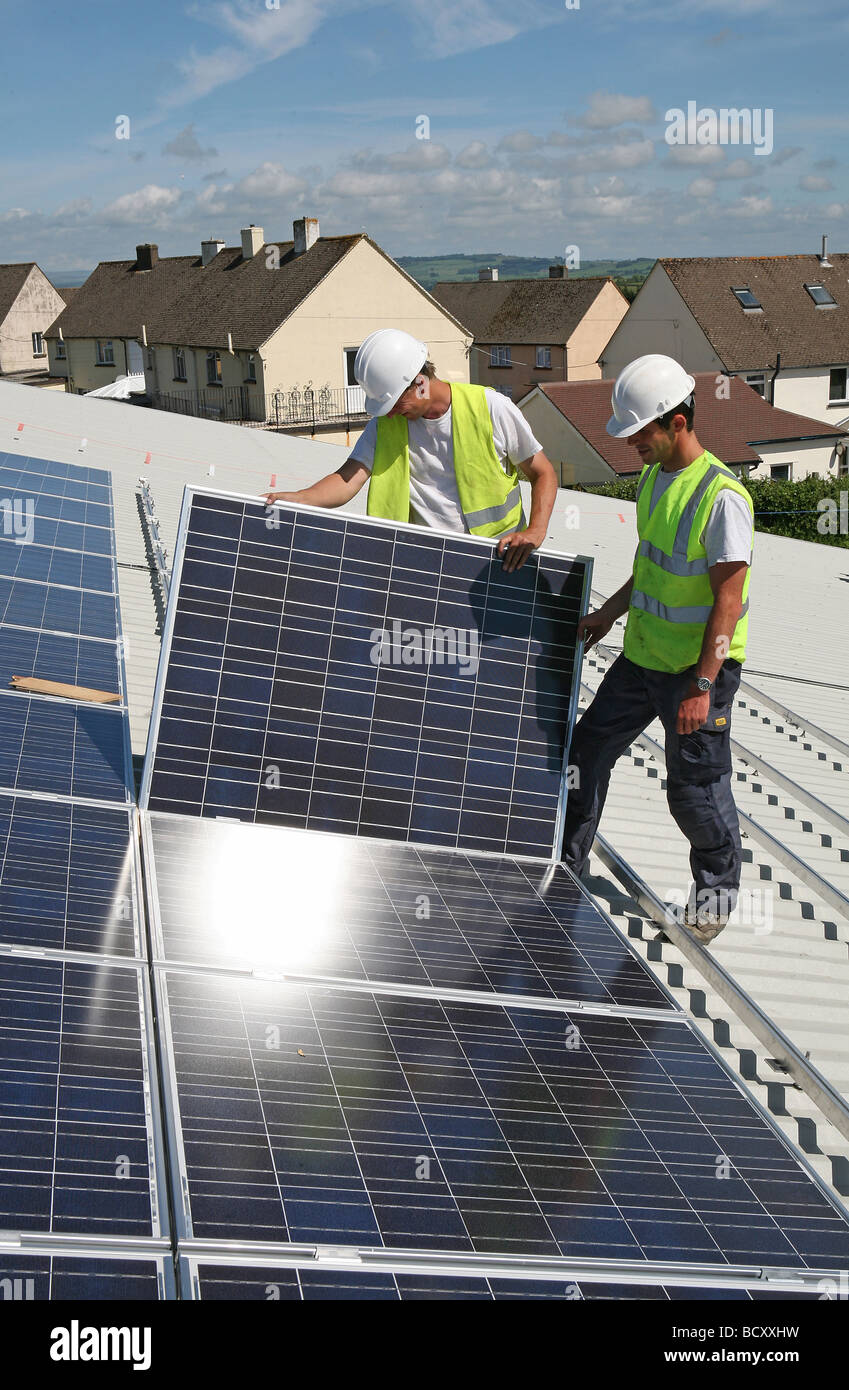 2 men Installing photovoltaic cells - Stock Image