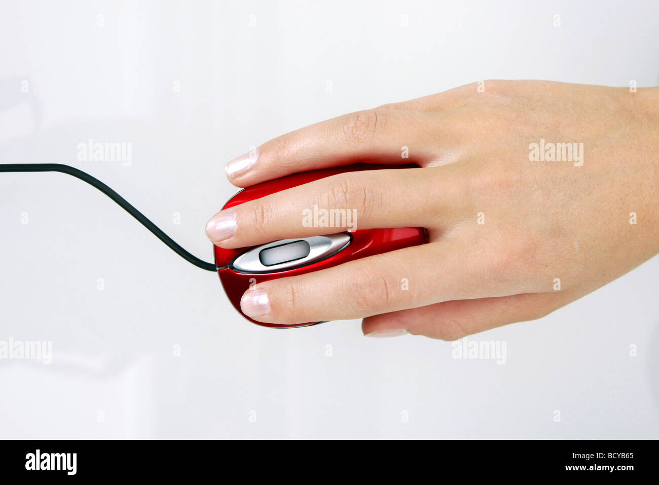 Frauenhand mit Computermaus woman hand with computer mouse - Stock Image
