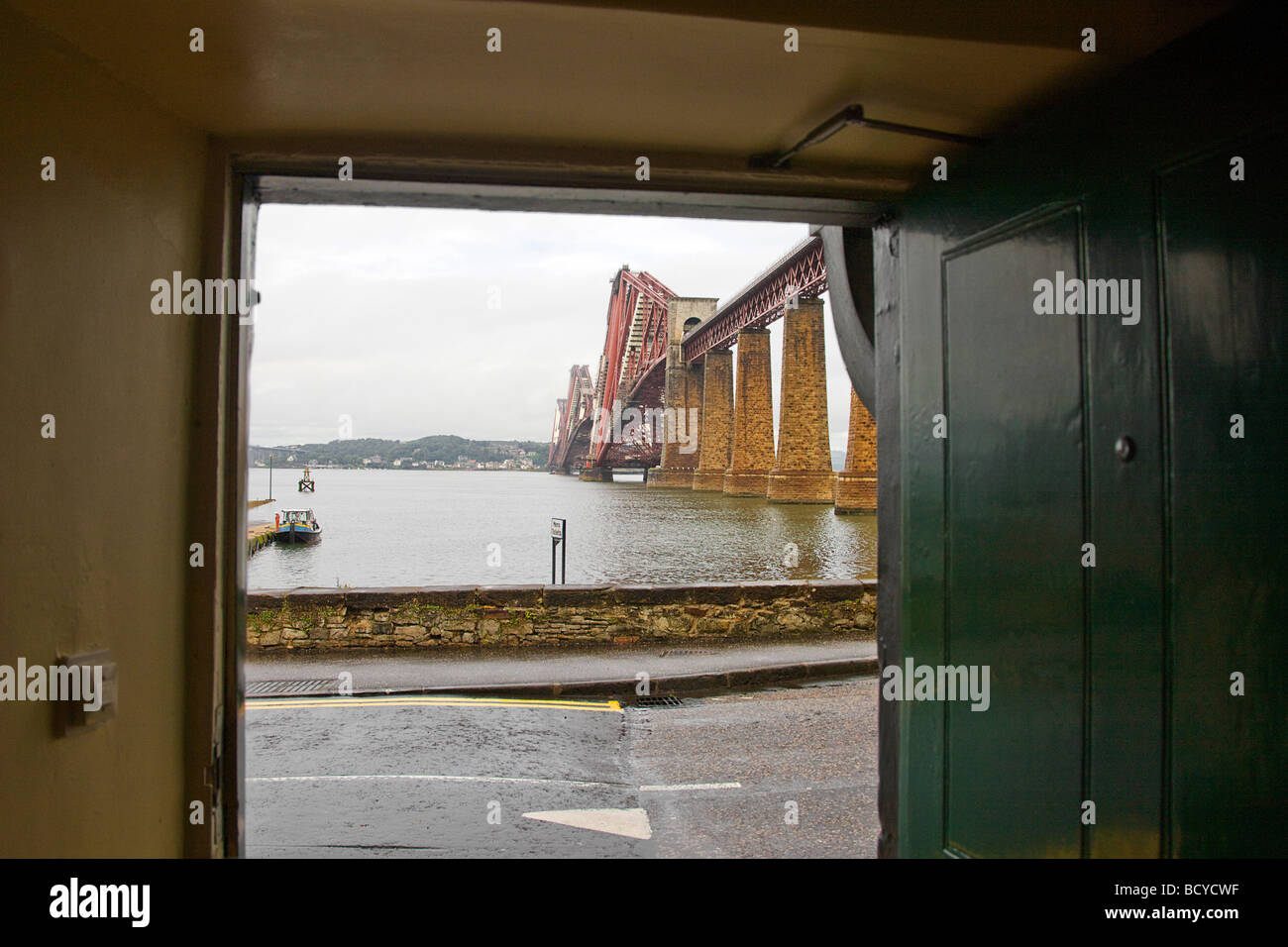 The Forth Bridge is a cantilever railway bridge over the Firth of Forth - Stock Image
