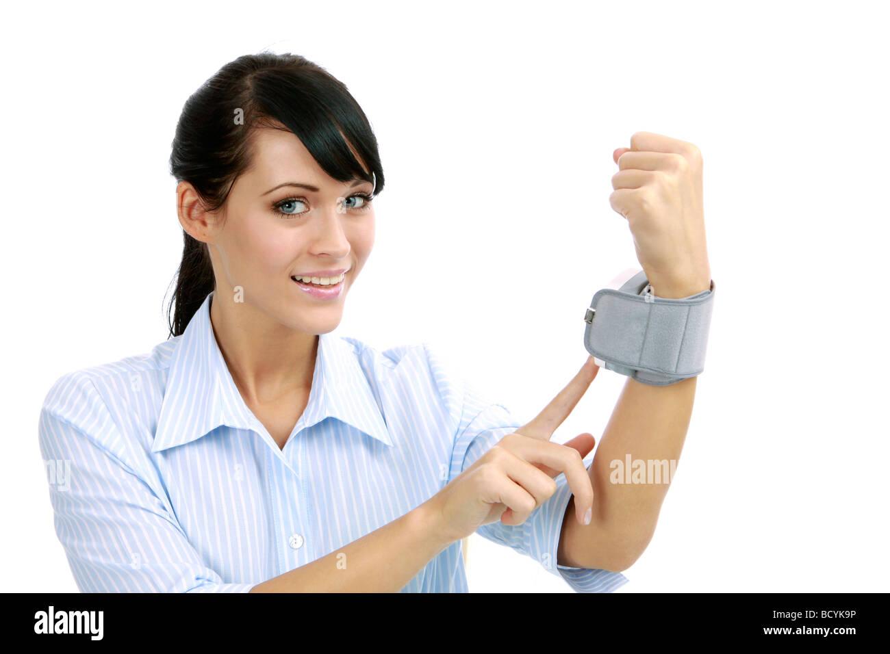 Frau misst ihren Blutdruck woman measures her blood pressure - Stock Image