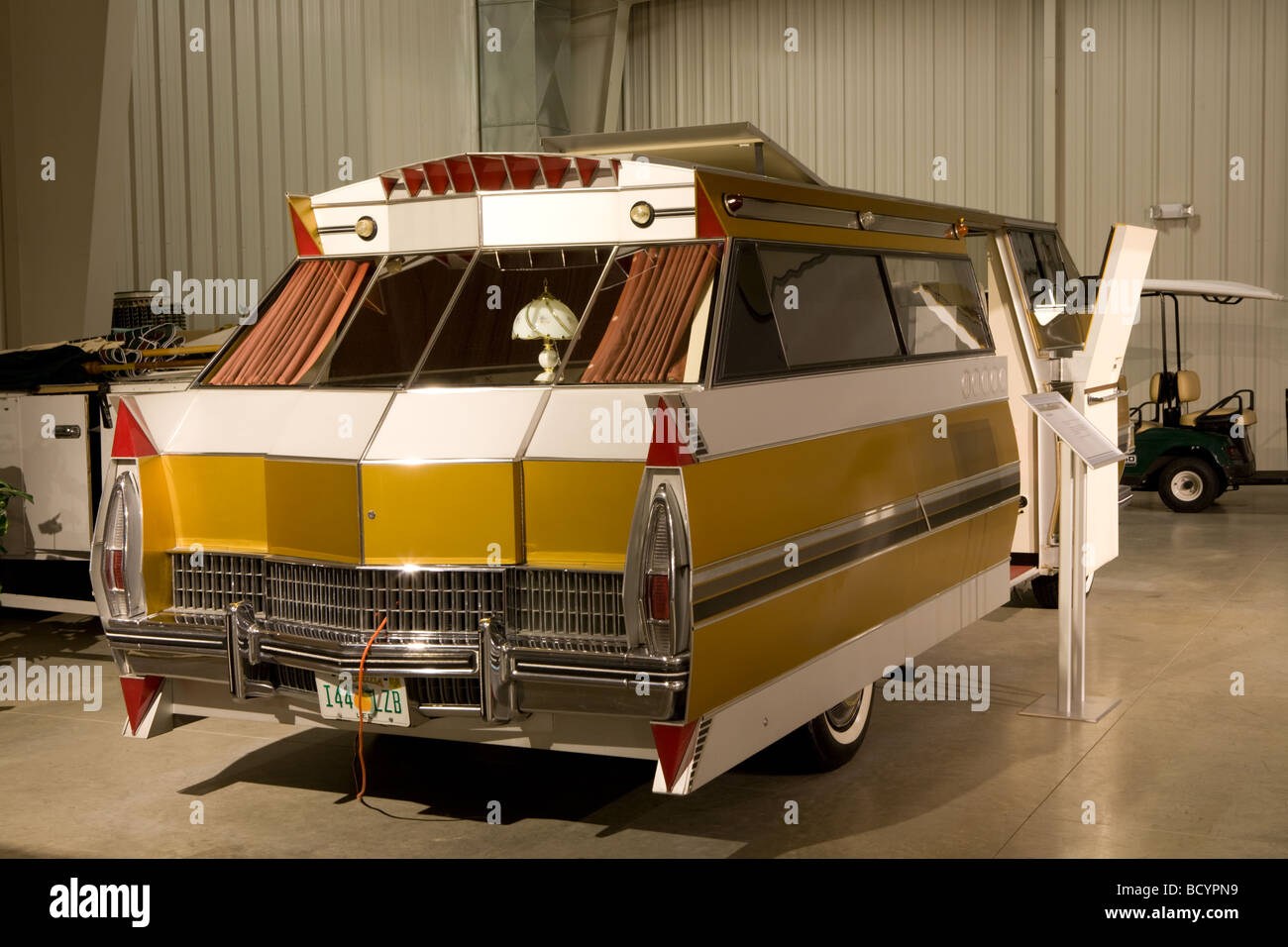 Rv Hall Of Fame >> Customized Caddilac At Rv Mh Hall Of Fame In Elkhart Indiana Stock