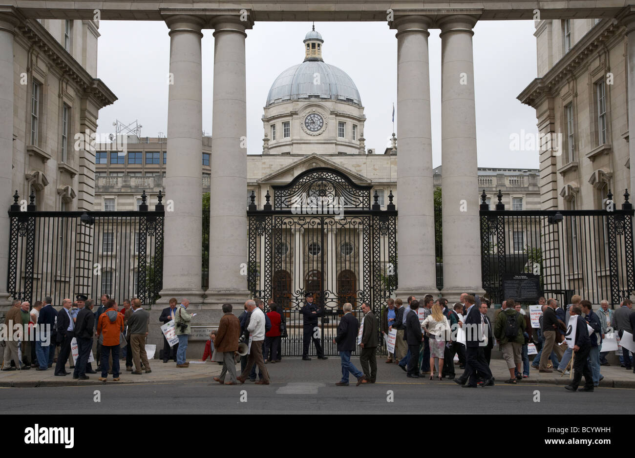 farmers protesting outside irish government buildings in dublin city centre republic of ireland during financial crisis in 2009 Stock Photo