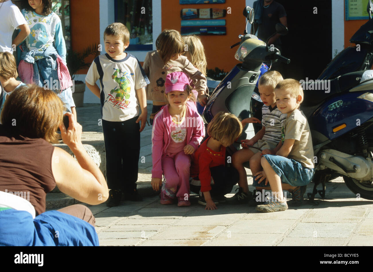 Pupils posing for a group photo during their holidays on Mali Losinj, Croatia, Balkans - Stock Image