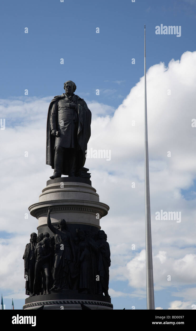 the daniel oconnell memorial statue at the end of oconnell street with the dublin spire in the background dublin - Stock Image