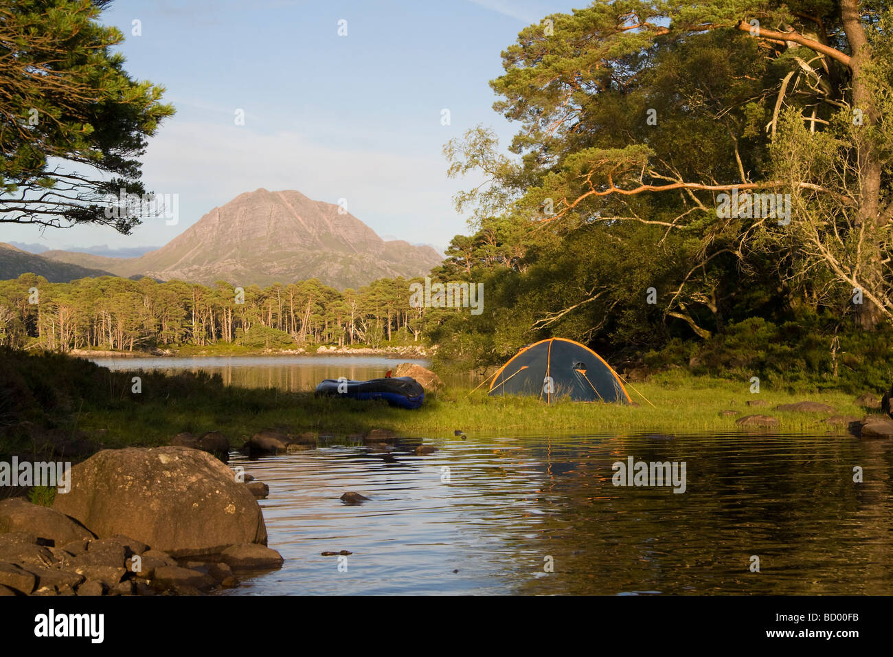 Tent and canoe on an island on Loch Maree, Wester Ross, Scotland - Stock Image