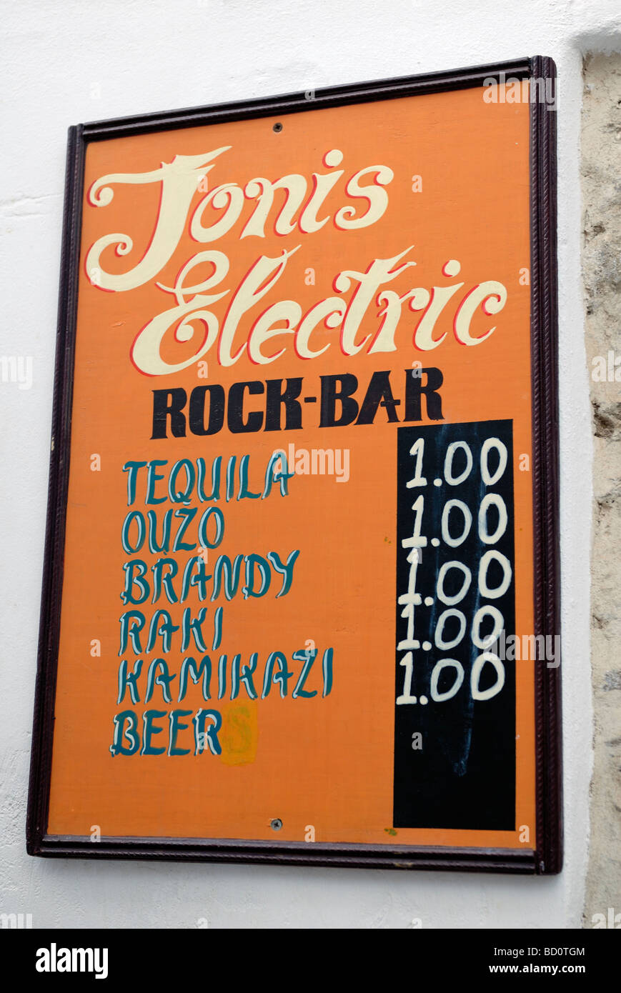 Ios is still the party capital of the Cyclades and the bars sell surprisingly cheap booze. Hora ' The Village', - Stock Image