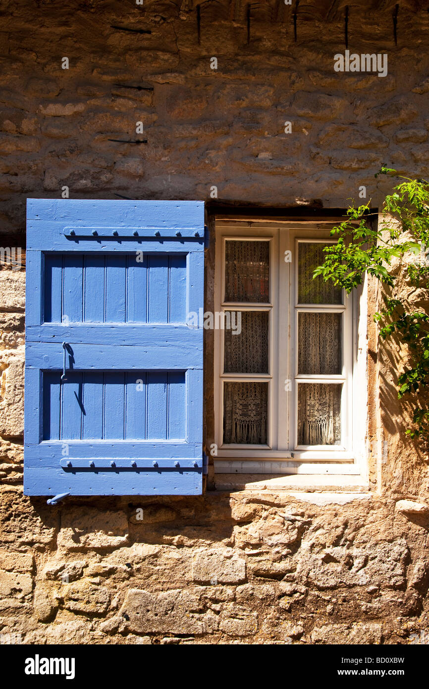 Window with blue shutter in Bonnieux, Provence France - Stock Image