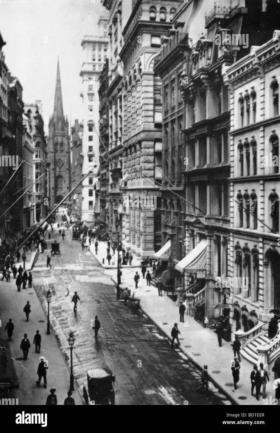 NEW YORK 1898 - Wall Street looking towards Trinity Church on Broadway - Stock Image