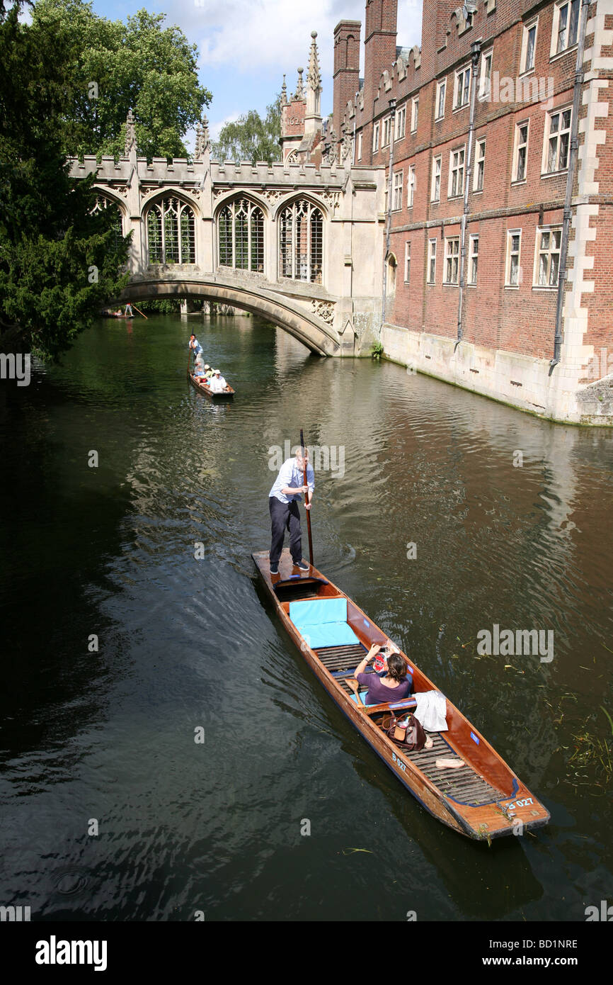 Punting on the river at St. John's College, Cambridge University - Stock Image