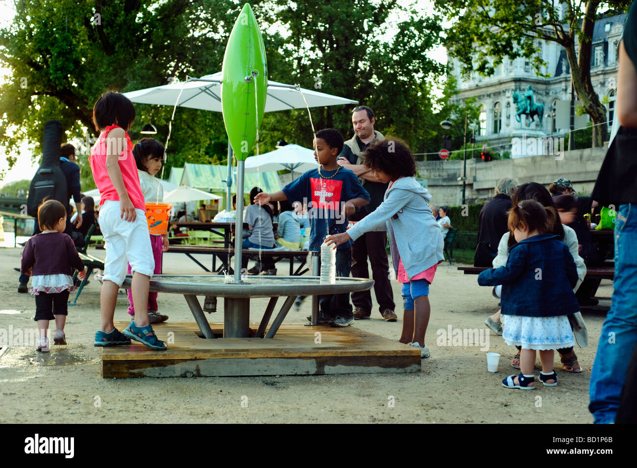 Paris France, Public Events, Children Drinking Water from Public Fountain on Seine River Quay at 'Paris Plages' - Stock Image