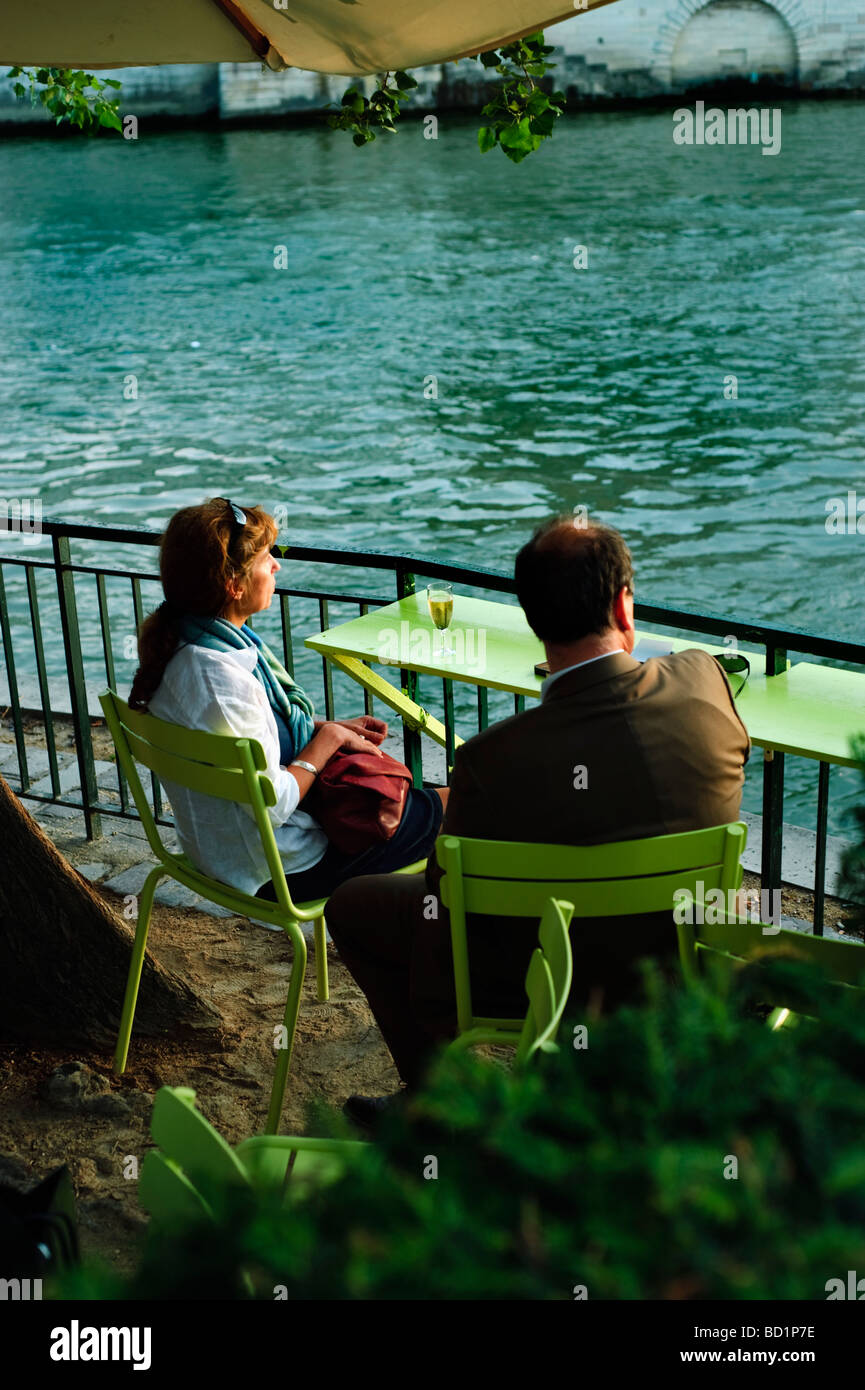 Paris France, Public Events, Romantic Couple Rear, Sharing French White WIne Drinks Outside Table, on 'River - Stock Image