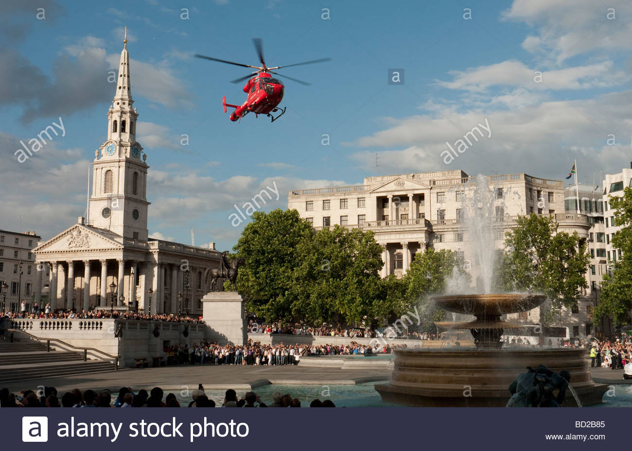 Air ambulance helicopter landing in Trafalgar Square London to aid sick man in the nearby National Gallery - Stock Image