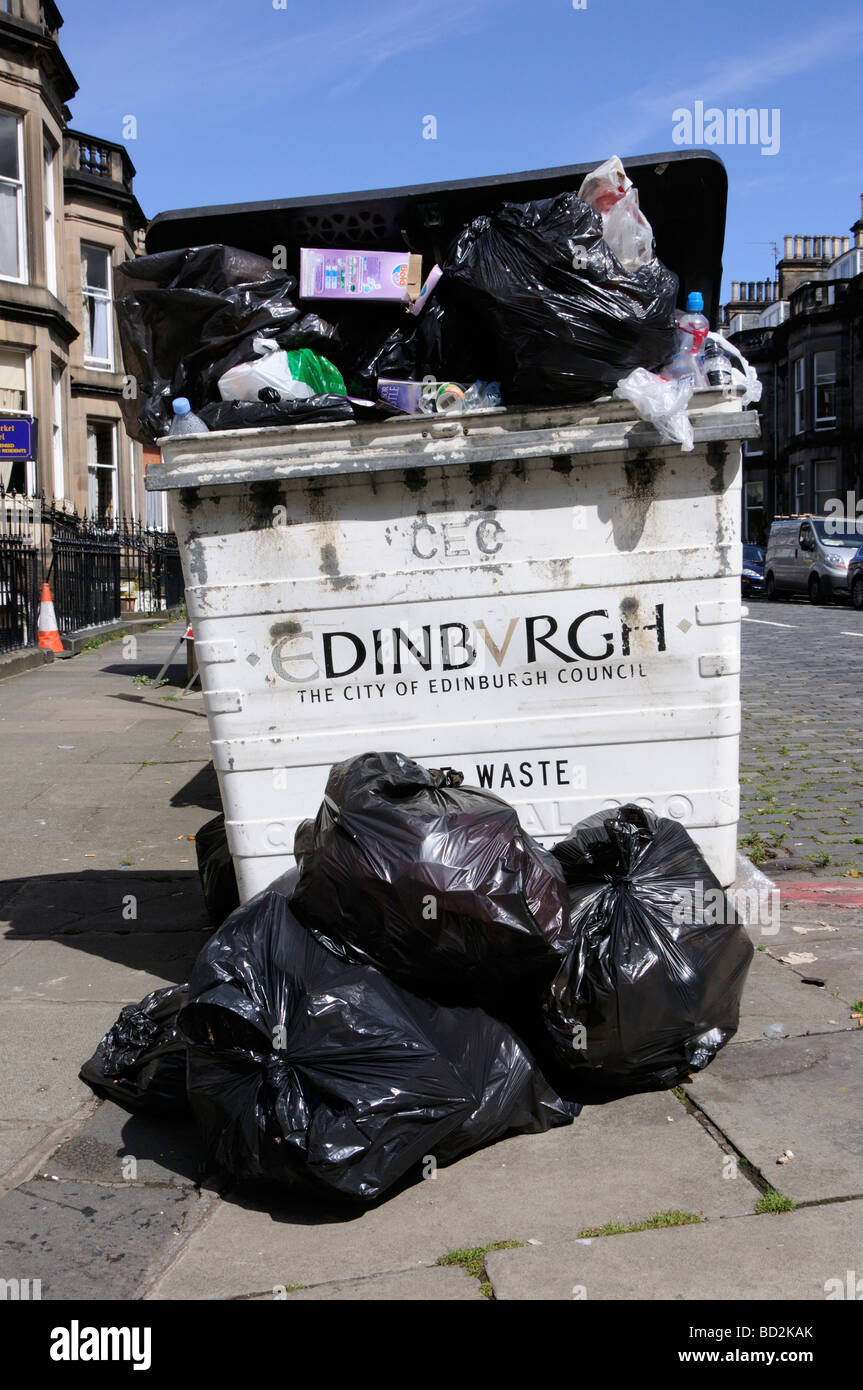Rubbish remains uncollected on the streets of Edinburgh, Scotland, UK Stock Photo