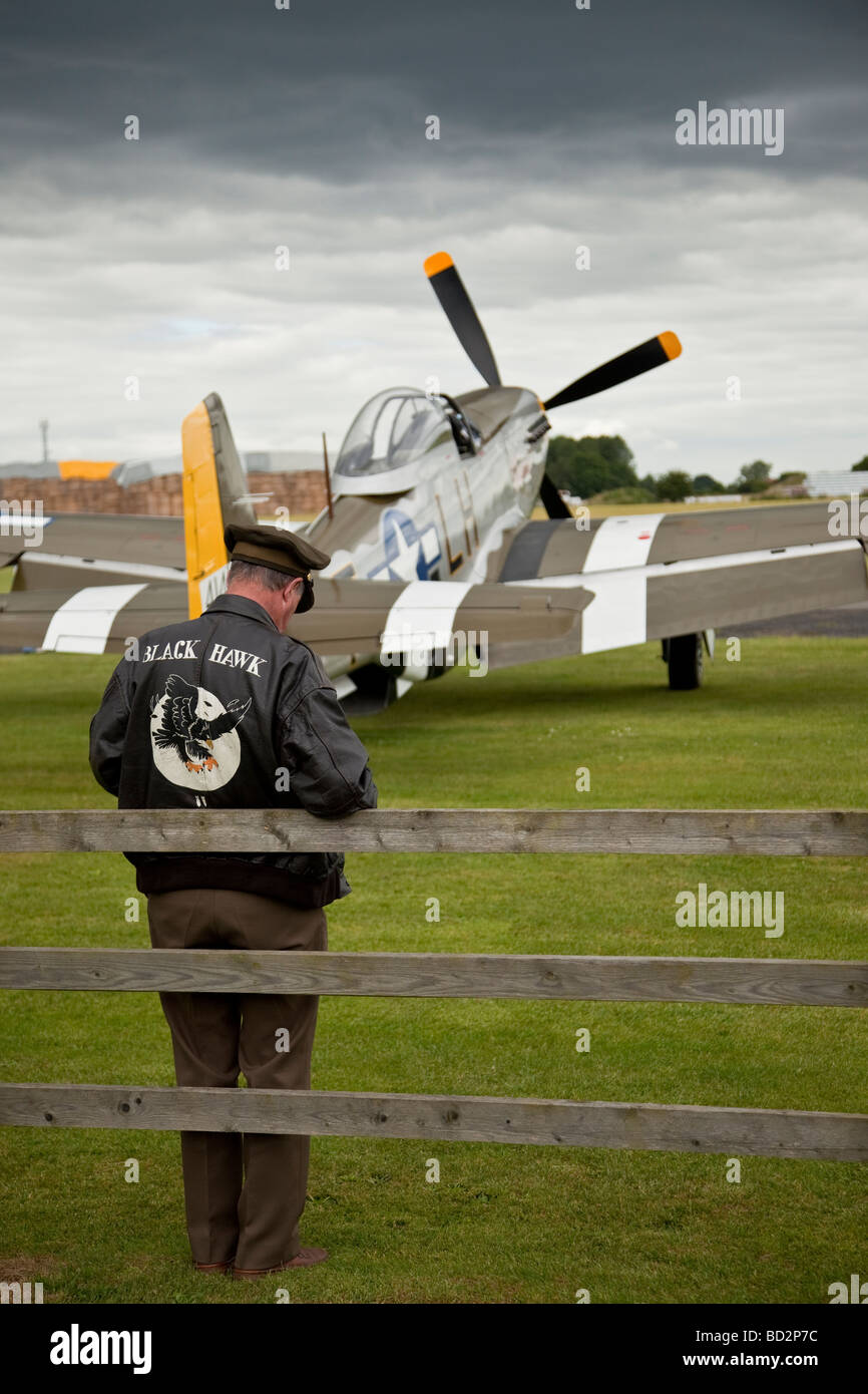 American airman re enactor in front of P 51 Mustang fighter - Stock Image