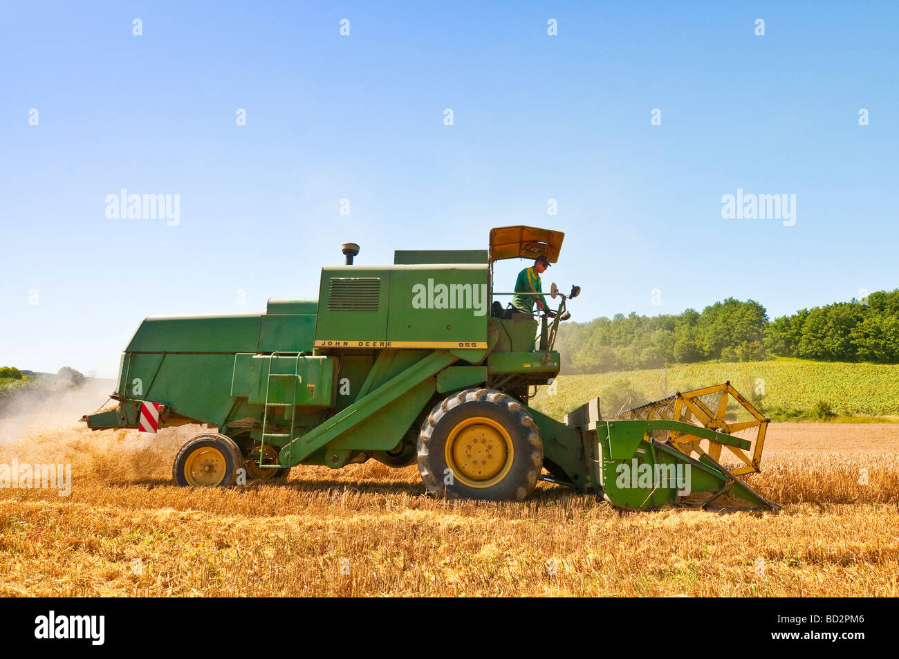 30-year old John Deere 955 combine harvester - sud-Touraine, France.
