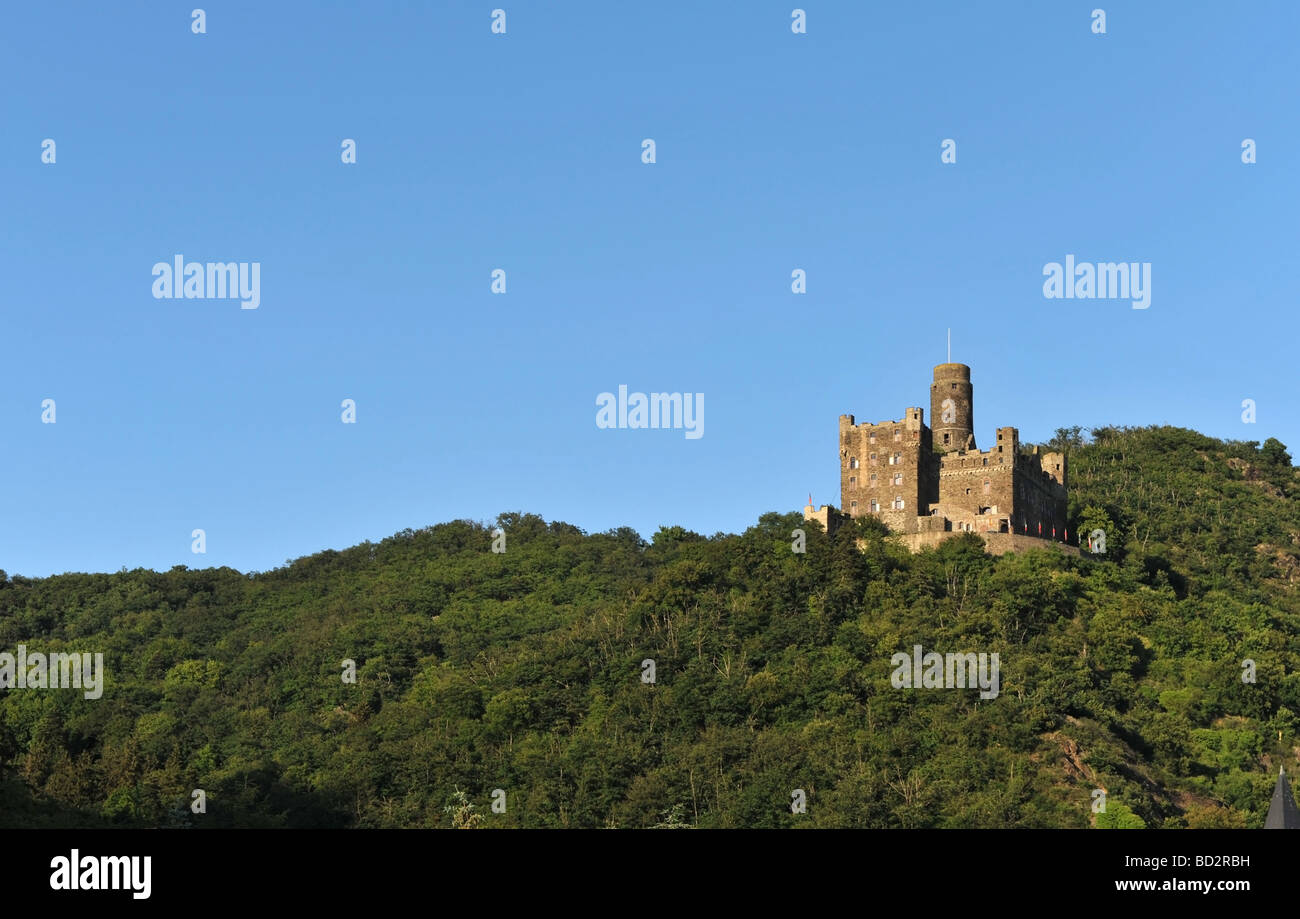 Burg Maus a Rheinland castle built in 1356 overlooks the town of Kestert along the banks of the River Rhine in Germany - Stock Image