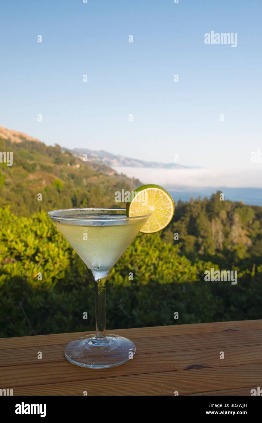 Cocktails on the bar at Nepenthe restaurant overlooking  Big Sur California coast - Stock Image