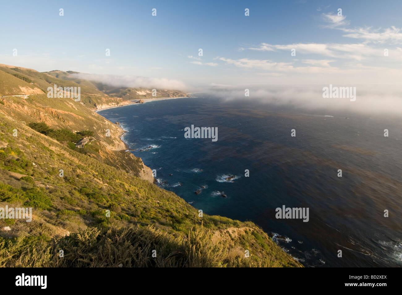 rocky coastal cliffs of Big Sur California - Stock Image