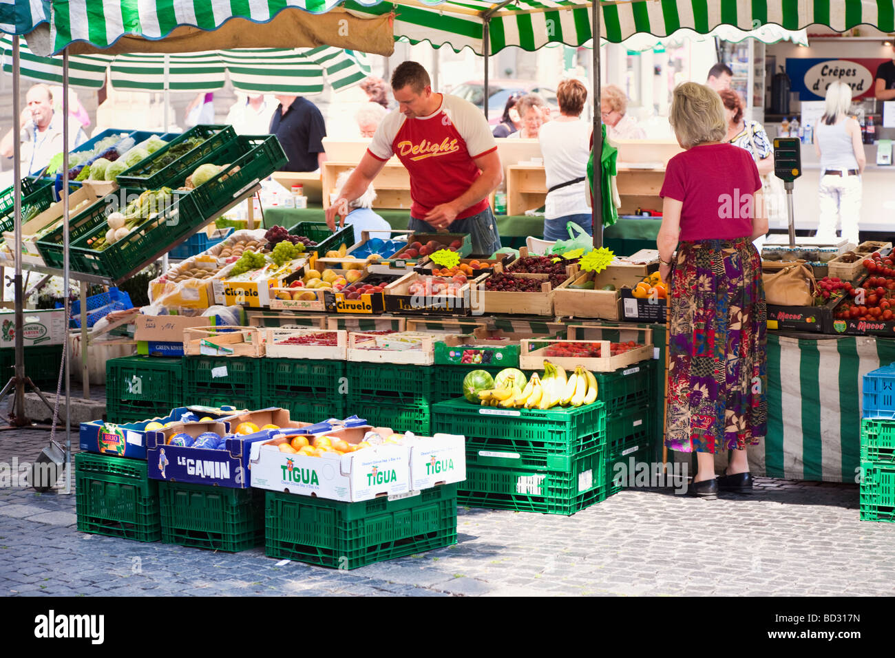 Market stall selling fruit and vegetables in Weimar, Germany, Europe - Stock Image
