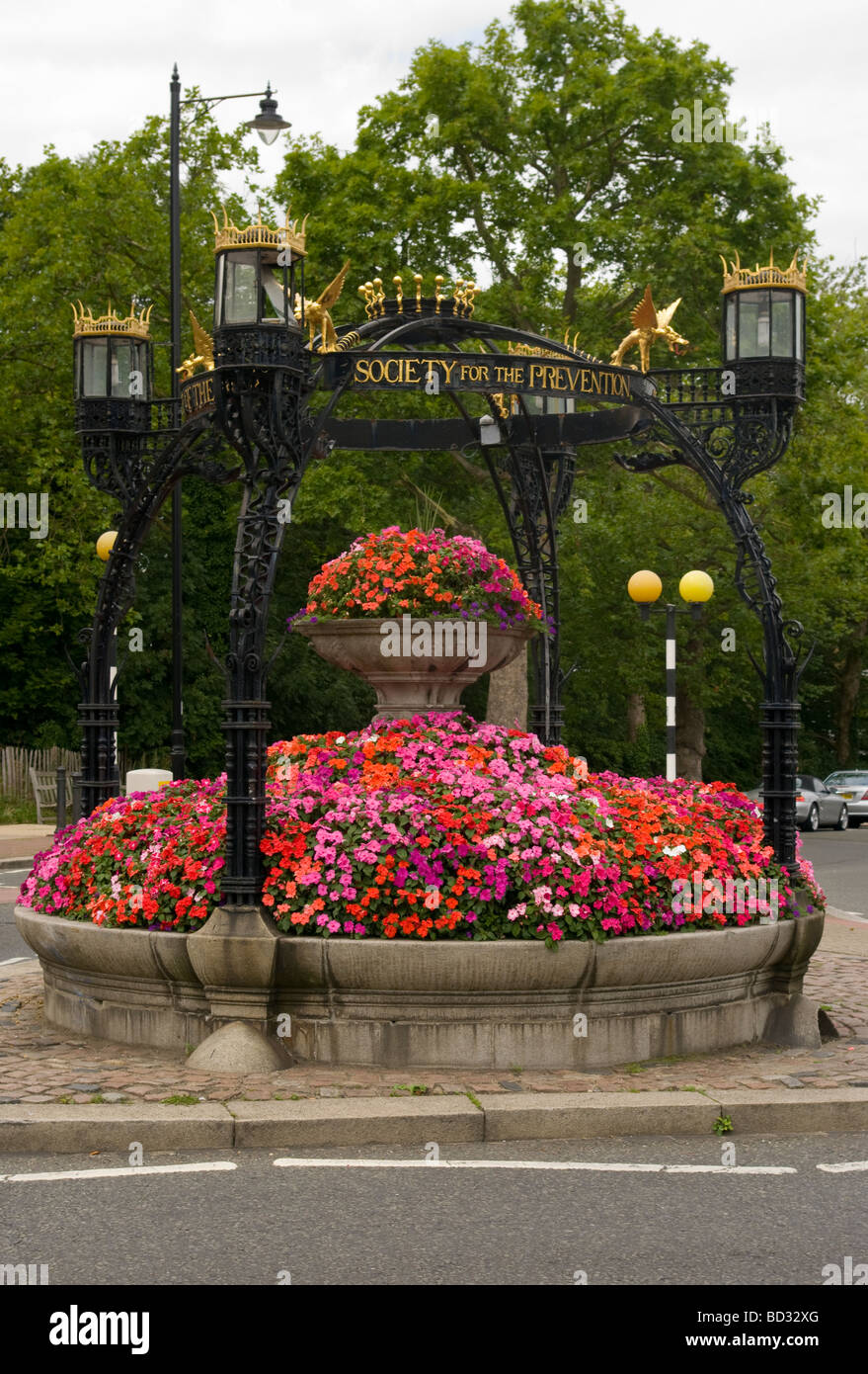 Flower Adorned Monument To The RSPCA Richmond Hill Surrey England - Stock Image
