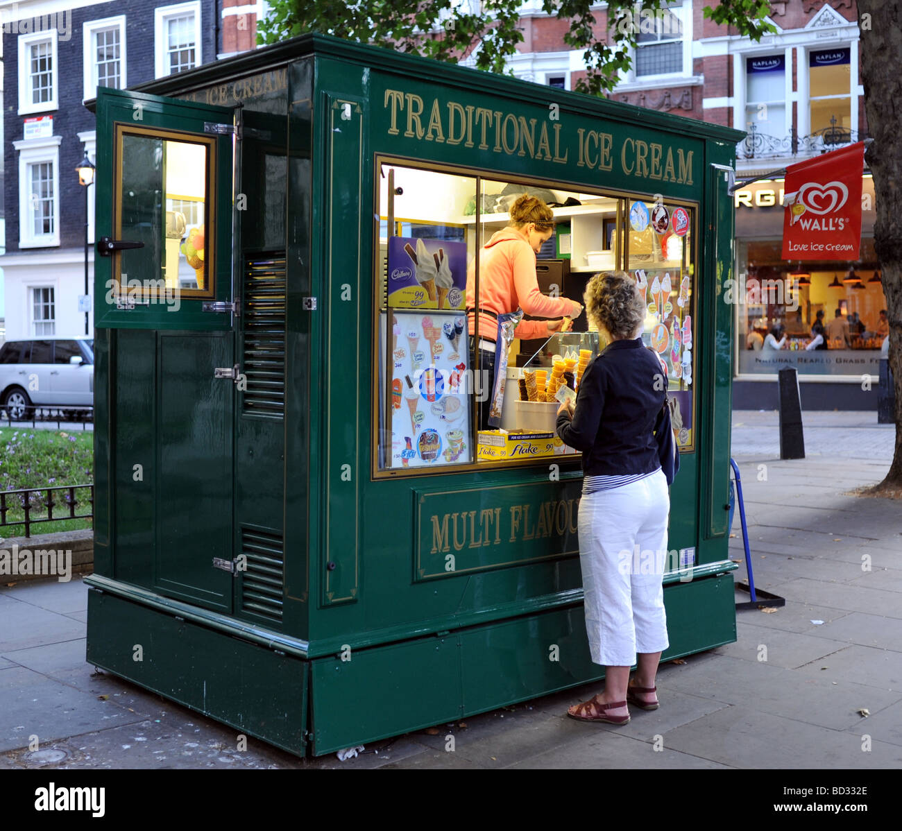 Kiosk serving traditional ice cream in the Leicester Square district of London - Stock Image