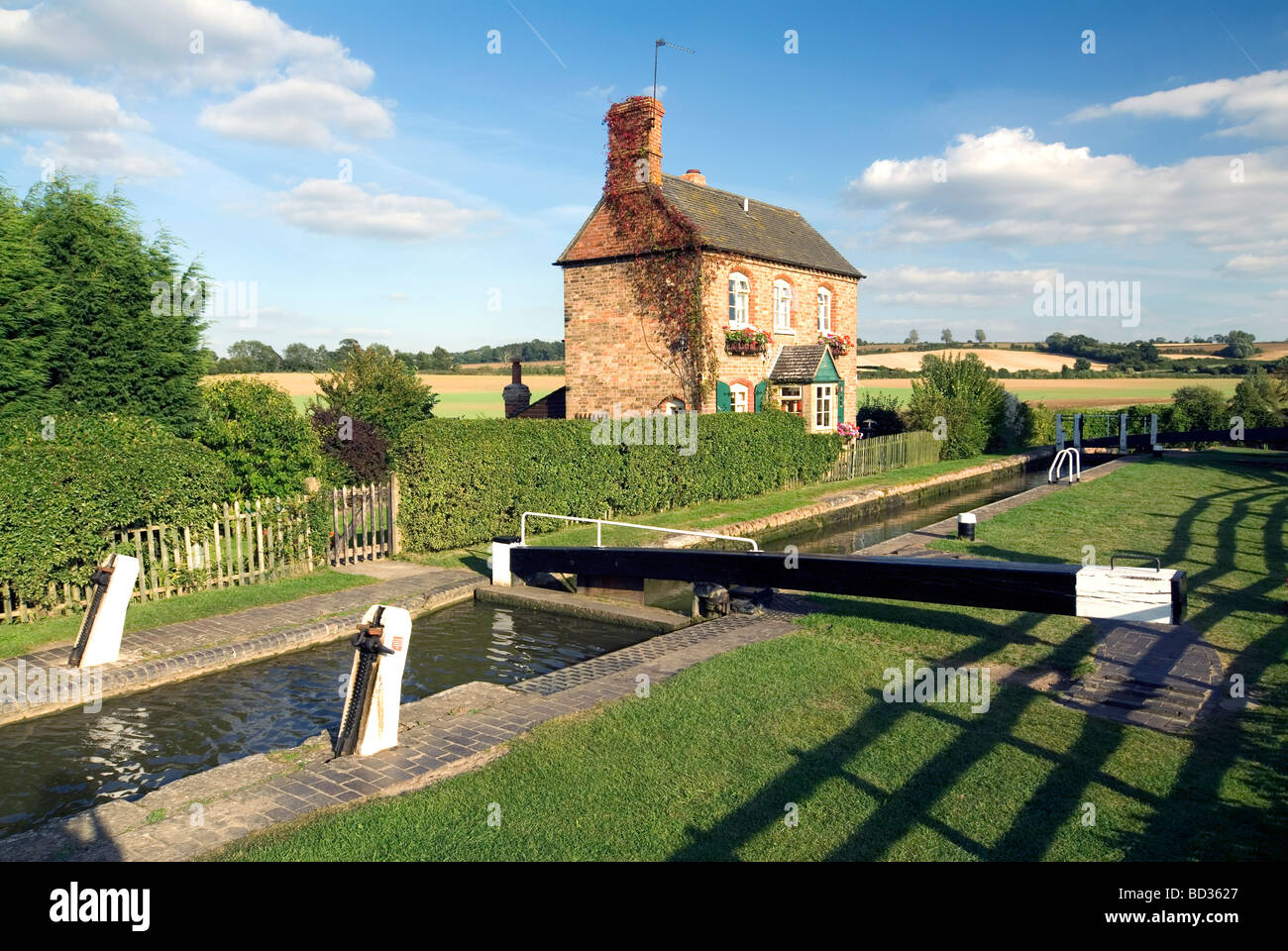 Narrowboat inside Somerton Deep Lock on the Southern Oxford Canal Doug Blane - Stock Image