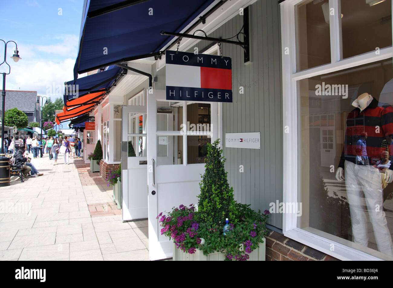 Tommy Hilfiger fashion store at Bicester Village Shopping Centre, Bicester, Oxfordshire, England, United Kingdom - Stock Image