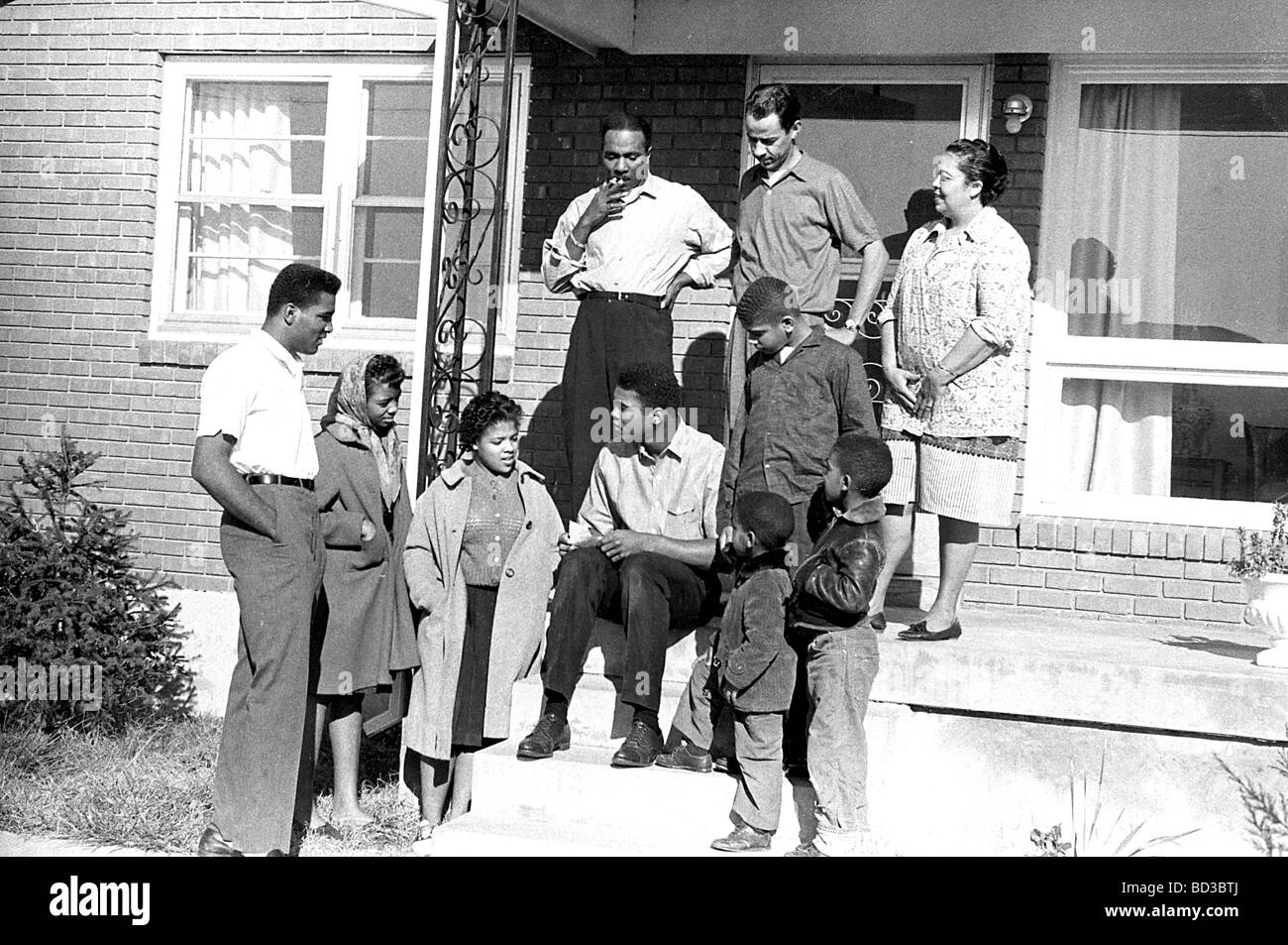 MUHAMMAD ALI Family and friends at their Louisville, Kentucky home, about 1965. On steps his father at left and - Stock Image