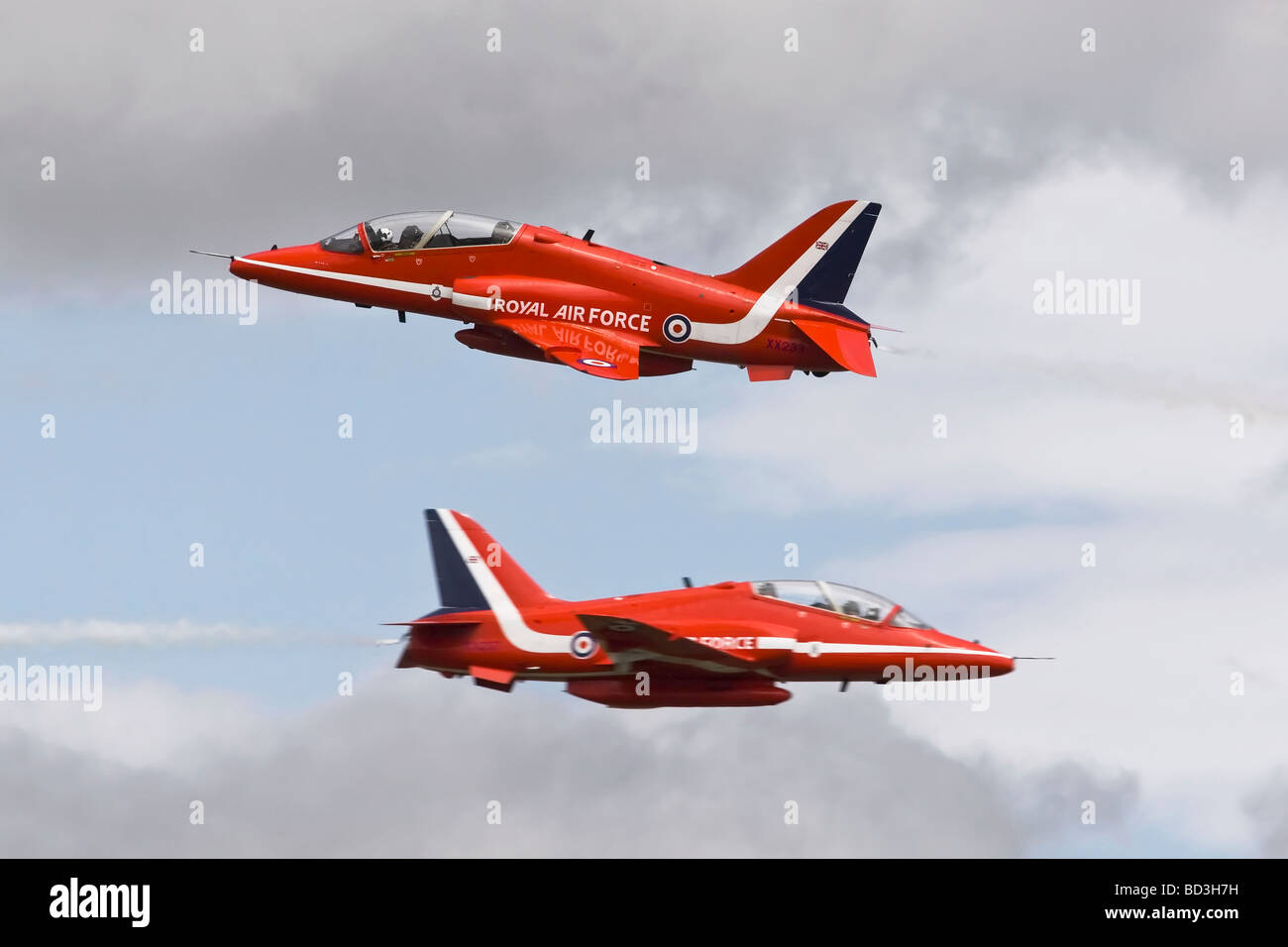 The  RAF s aerobatic team  The Red Arrows synchro pair on cross over - Stock Image