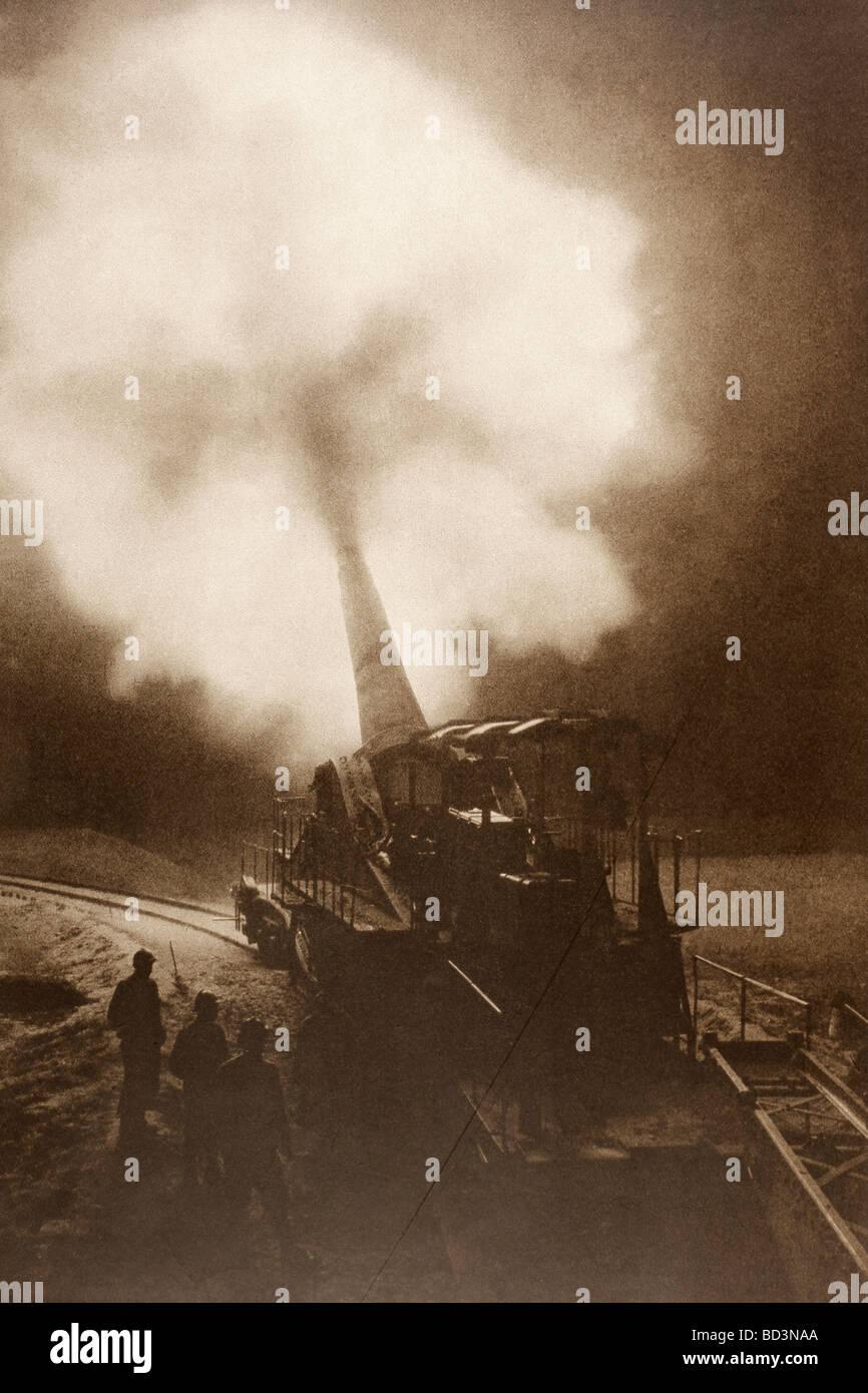 A 320 artillery piece firing at night. - Stock Image