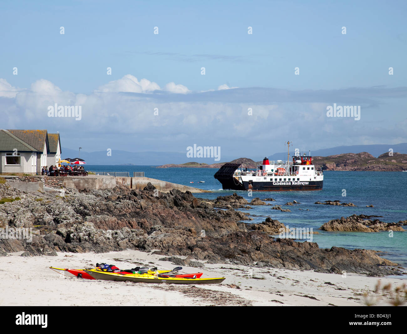 Iona ferry leaving the pier at Iona, a Hebridean island off the west coast of Mull, Scotland, UK - Stock Image