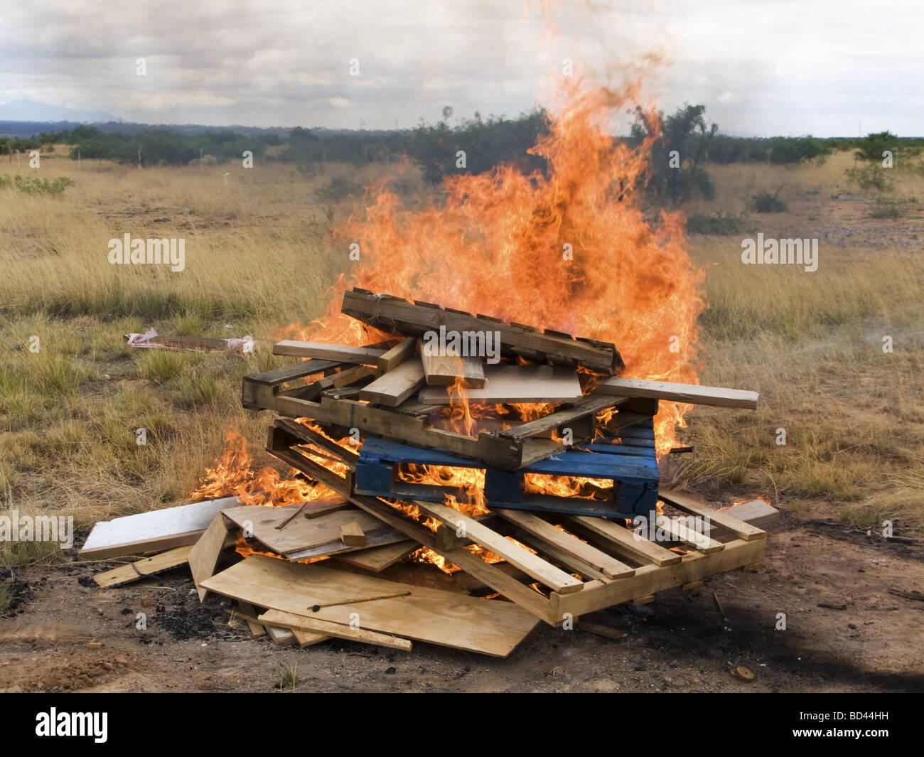 Burning wooden pallets Stock Photo: 25292333 - Alamy