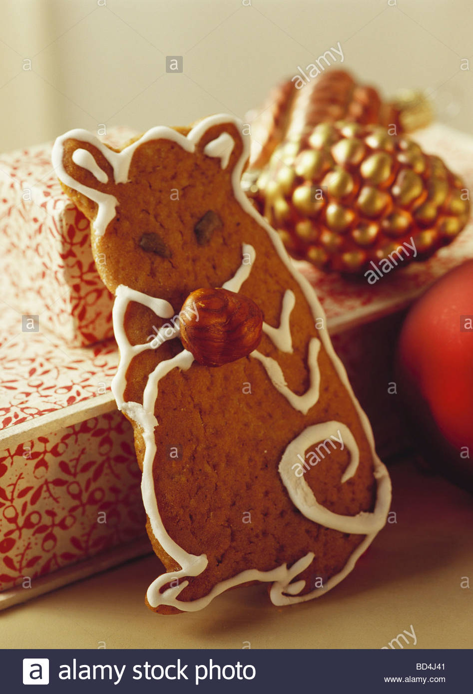 Gingerbread mouse in front of Christmas decorations