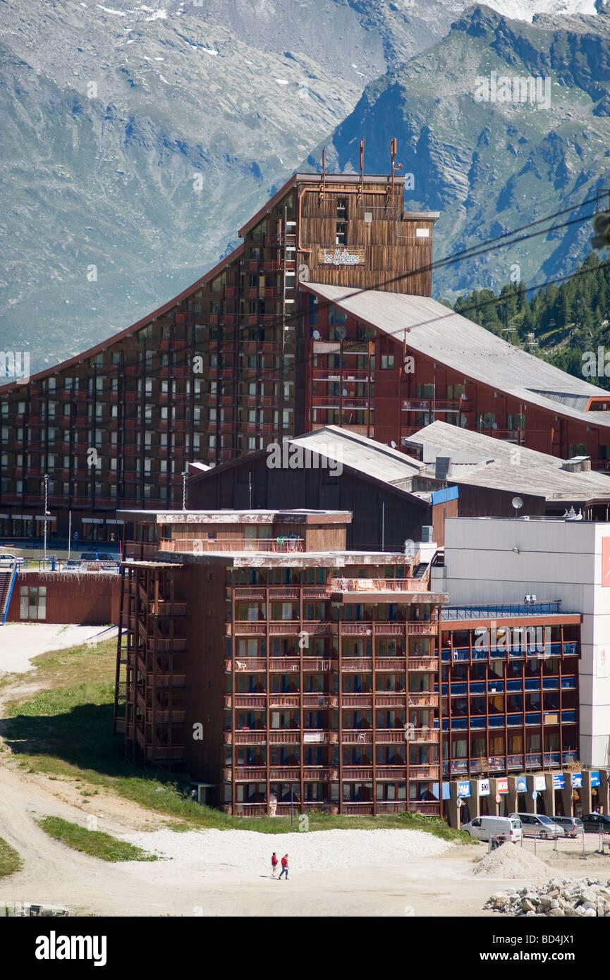 Les Arcs Arc 2000 ski resort buildings - Stock Image