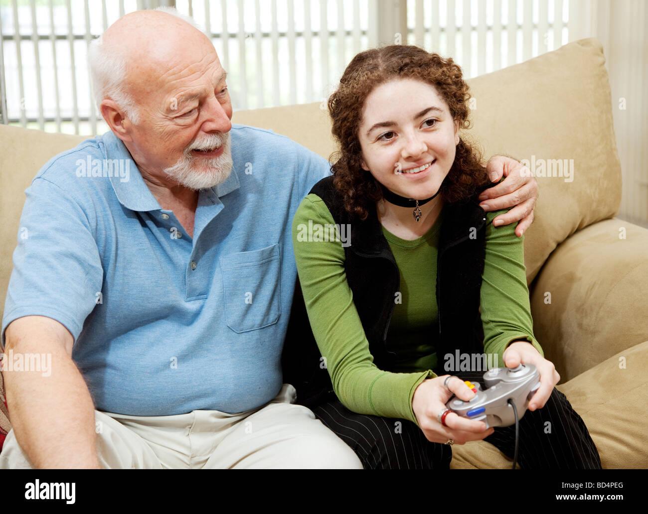 Русский дядя трахает свою племянницу, Дядя трахается с родной племянницей - Порно инцест 17 фотография